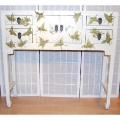 Asiatiskt sidobord/byrå vit fjäril